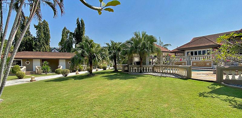 Pattaya Traumvilla mit tropischem Garten